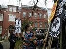 Ropovod má i celou řadu odpůrců. Takto se demonstrovali za zrušení výstavby ve Washingtonu (17. listopadu)