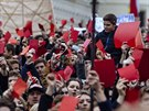 Účastníci pochodu na Pražský hrad vyjádřili nesouhlas s prezidentem Zemanem.