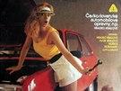 Lascivn� sle�na v minisukni, p��li� zv�dav� automechanik a lahev z�pa��ck� Coca-Coly. �eskoslovensk� automobilov� opravny, 1989