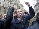 Demonstranti na Albertov� protestovali proti prezidentu Milo�i Zemanovi.