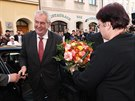 Miloše Zemana v Krnově přivítala starostka Alena Krušinová. (11. listopadu 2014)