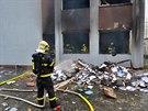 Výbuch zničil hlavně kanceláře, hasiči prohledali všechny prostory. (18. listopadu 2014)