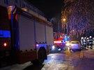 Hasiči museli evakuovat z domu v Meluzínově ulici na třicítku lidí.