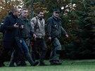 Policist�, hasi�i i lovci nedaleko Pa��e p�traj� po tygrovi (13. listopadu 2014)