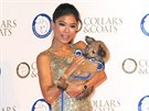 Vanessa Mae se p�ed n�v�t�vou Prahy uk�zala v Lond�n� na charitativn� akci pro psy.