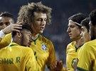 Brazilci slaví Neymarův gól.