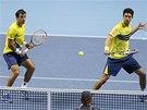 SEHRANÝ PÁR. Ivan Dodig (vlevo) a Marcelo Melo ve finále Turnaje mistrů v Londýně ve čtyřhře.