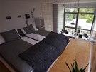 Ložnice v loftu s plochou 41 m2 je umístěna v mezaninu.