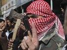 Maskovan� Palestinci v Rafahu oslavovali �tok na �idy v synagoze v Jeruzal�m�.