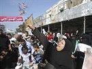 Lidé v Rafáhu oslavovali zprávy o útoku na židovské věřící v synagoze v Jeruzalémě (18. listopadu 2014).