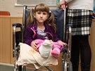 Sedmilet� Veronika Hamb�lkov� trp� extr�mn� lomivost� kost�. Po t�ech operac�ch v p�erovsk� nemocnici se ale bl�� jej� sen postavit se na nohy a chodit.