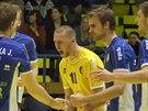 Ústecké libero Jiří Kořínek (ve žlutém) po bodu proti Karlovarsku.