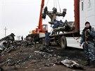 Na východě Ukrajiny začal pod vedením nizozemských expertů odvoz trosek zříceného boeingu malajsijských aerolinek. (16. 11. 2014)