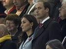 Princ William a jeho těhotná manželka Kate na stadionu v Cardiffu (8. listopadu 2014)