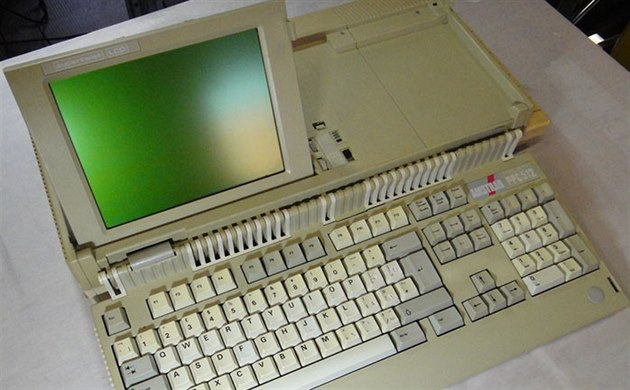 Po�íta� Amstrad PPC 512