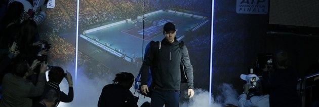 �eský tenista Tomá� Berdych p�ichází na kurt ke druhému zápasu na Turnaji...