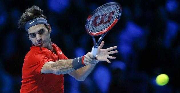 Roger Federer hraje v semifinále Turnaje mistr� proti Wawrinkovi.
