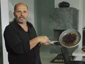 To, co vidíte na té pánvi, to je takové kuchy�ské zlato, popisuje Pohlreich.