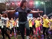 Na brněnském výstavišti také padl rekord v hromadném tančení na stejnou choreografii. Davu předtancovával šoumen Richard Genzer.
