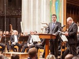 Předseda Poslanecké sněmovny Jan Hamáček na Slavnosti svobody před koncertem České filharmonie ve Washingtonské národní katedrále (18. listopadu 2014)