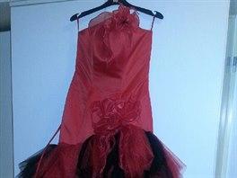 Moderátorka Kristina Kloubková a vydraží krásné červené šaty v kterých moderovala pořad Bailando-tančím pro Tebe (jejich velikost je variabilní)