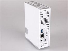 USB port na zadní straně umožňuje například kompletní zazálohování na pevný disk s USB rozhraním.