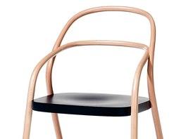 Novodobá klasika židle 002 navazuje na tradici ohýbaného nábytku firmy TON.