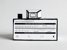 Vzpomínáte na vystřihovánky z časopisu ABC? Právě jednou z nich se inspiroval autor při návrhu papírové zrcadlovky Rubikon.
