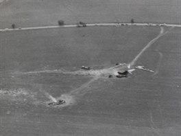 Trosky letadla Aeroflotu po nehodě u Dubence v roce 1990. Letecký pohled na místo nehody.