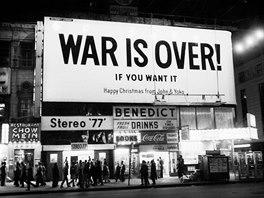 Mírové poselství od Johna a Yoko na Times Square v New Yorku (prosinec 1969)