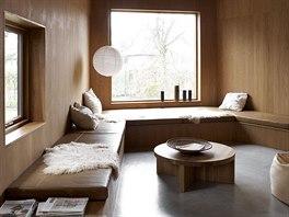 Na čistotě a pořádku v interiéru se podílí na míru vyrobené úložné prostory.