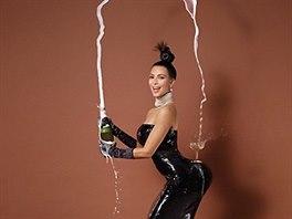 Kim Kardashianov� v magaz�nu Paper (2014)