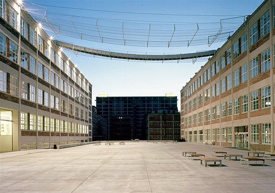 14|15 BAŤŮV INSTITUT - moderní centrum vzdělávání i kultury