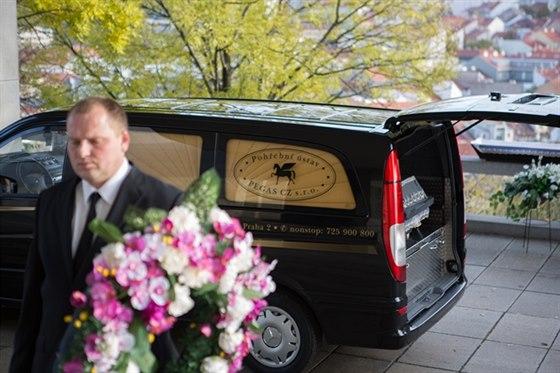 Zemřel vám někdo blízký a vy nemáte prozatím žádné zkušenosti s organizací pohřbu a s vyřizováním nezbytných formalit?