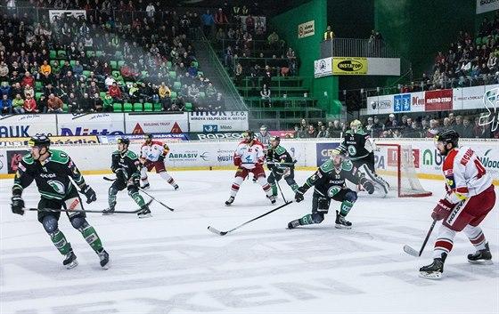 Momentka z utkání Mladá Boleslav (tmavá) vs Olomouc.