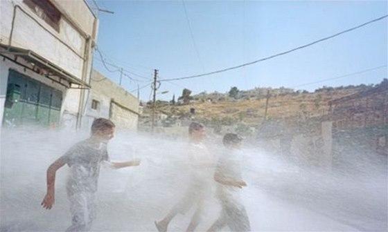 Galerie DOX nab�z� sv�m n�v�t�vn�k�m v�stavu This Place o �ivot� v st�t� Izrael