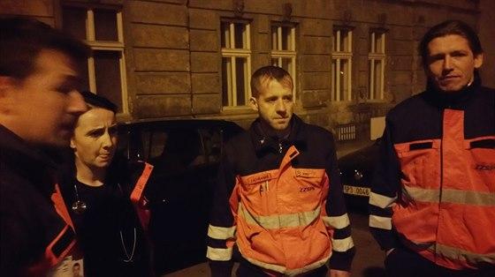 V Plzni na Plynární ulici došlo k hromadné otravě pětadvaceti lidí oxidem uhelnatým.