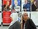 �eny proch�z� kolem volebn�ch plak�tu, v ned�li Tunisan� vol� prezidenta (21....