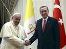 Papež František se při návštěvě Turecka setkal s prezidentem Erdoganem v jeho paláci. (28. listopadu 2014)