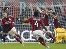 Fotbalisté AC Milán oslavují gól Jeremyho Meneze.
