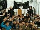 Islámský stát zveřejnil 20. listopadu 2014 fotografie dětských vojáků z Rakká.