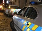 Tři lidé se přiotrávili oxidem uhelnatým v jednom z bytů v Bubenské ulici v Holešovicích. Jednomu muži už záchranáři nedokázali pomoci (27.11.2014)