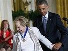 Medaili převzala i  vdova po zavražděném senátorovi Robertu Kennedyovi Ethel Kennedyová