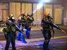 P��slu�n�ci N�rodn� gardy p�i protestech ve Fergusonu v noci na 26. listopadu.