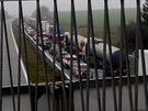 Kolona, kterou na D1 směrem na Vyškov způsobil hořící kamion, byla dlouhá několik kilometrů. Řidiči strávili ve frontě několik desítek minut.