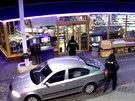 Recidivista se svým komplicem přepadli několik čerpacích stanic. Teď oba dopadla policie.