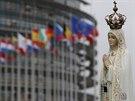 Okolí budovy parlamentu zdobila od pondělí celá řada náboženských motivů (24. listopadu)
