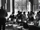 V akci. Alexander Grothendieck přednáší v Ústavu pro vyšší vědecká studia, šedesáté roky.