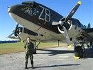 Roman Štengl před nádhernou Dakotou C-47