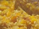 Chuť a barvu dodá kernotu několik málo blizen šafránu.